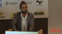 Antônio Marinho declama poesia e faz homenagem a Eduardo Campos